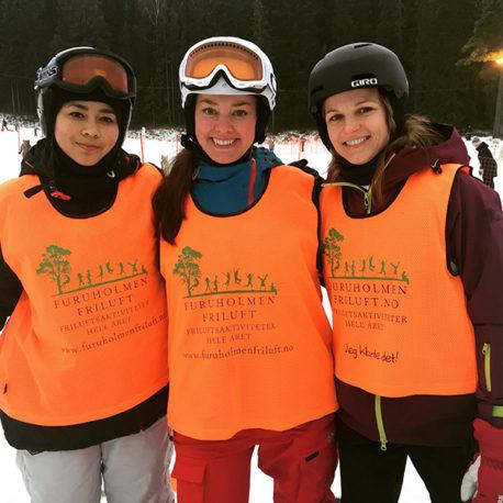 Tre kvinnelige slalåmkjørere