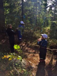 Barn i revehaler på Friluftskolen