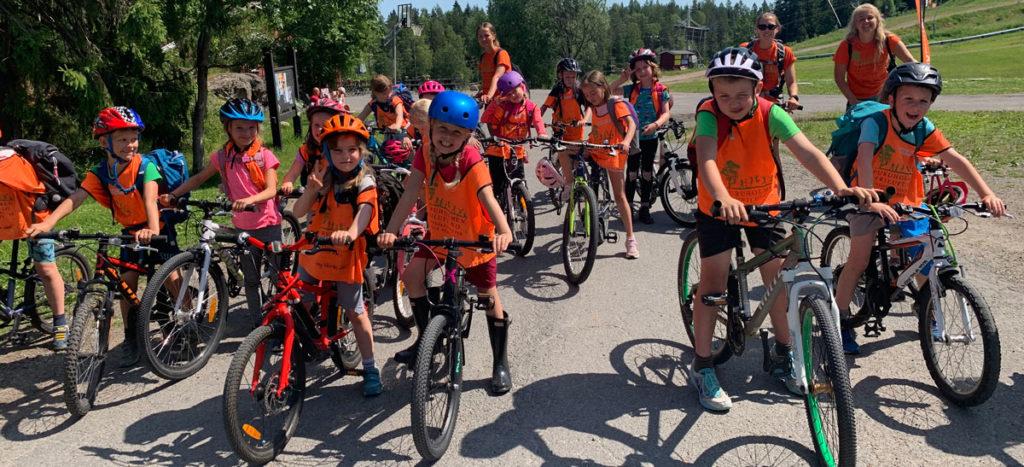 barn på sykkeltur