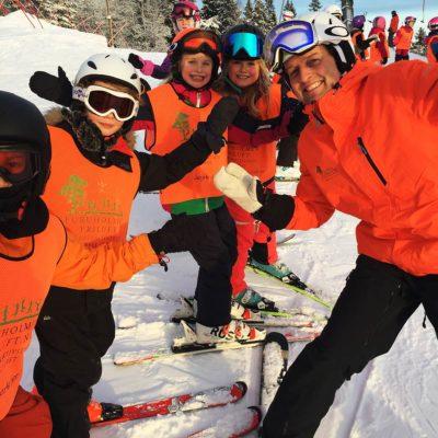 bard har det gøy på kveldskurs i slalåm og snowboard.